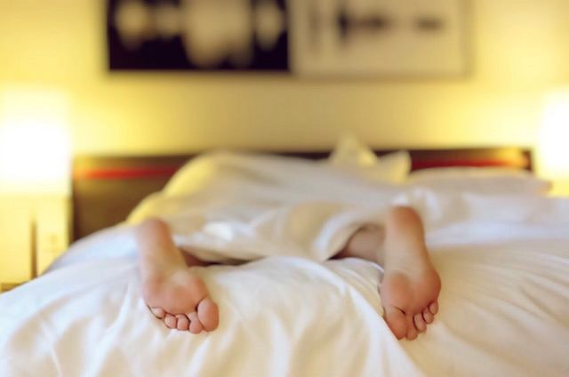 Why you get insomnia and they don't - find out how to cure insomnia naturally